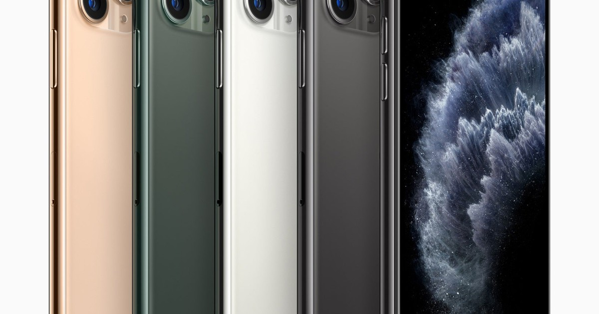 Could Apple Solve Some of Its Woes With a Low-Cost, Powerful iPhone?