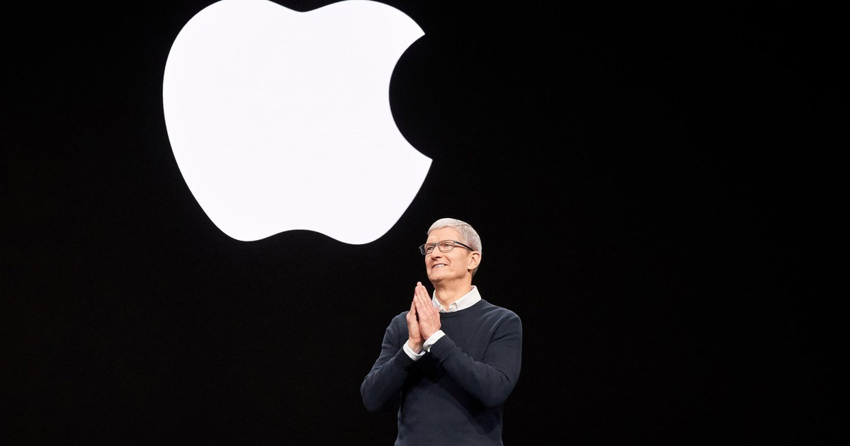 Apple Stock Hits an All-Time High: Buy, Sell, or Hold?
