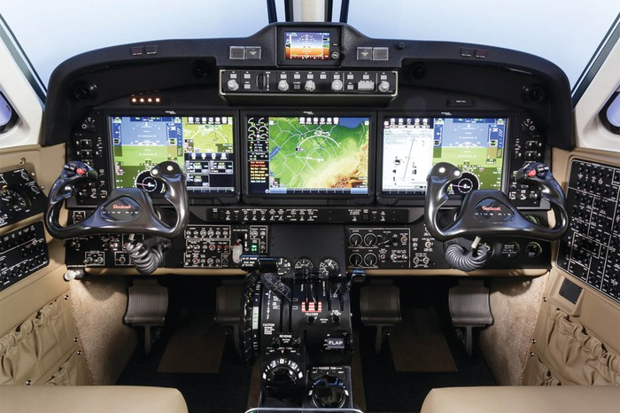 A Textron KING AIR 350ER 6 control dashboard