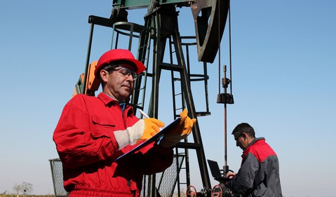 17_10_03 An oil Well and two men writing in notebooks in the foreground _GettyImages-625703160