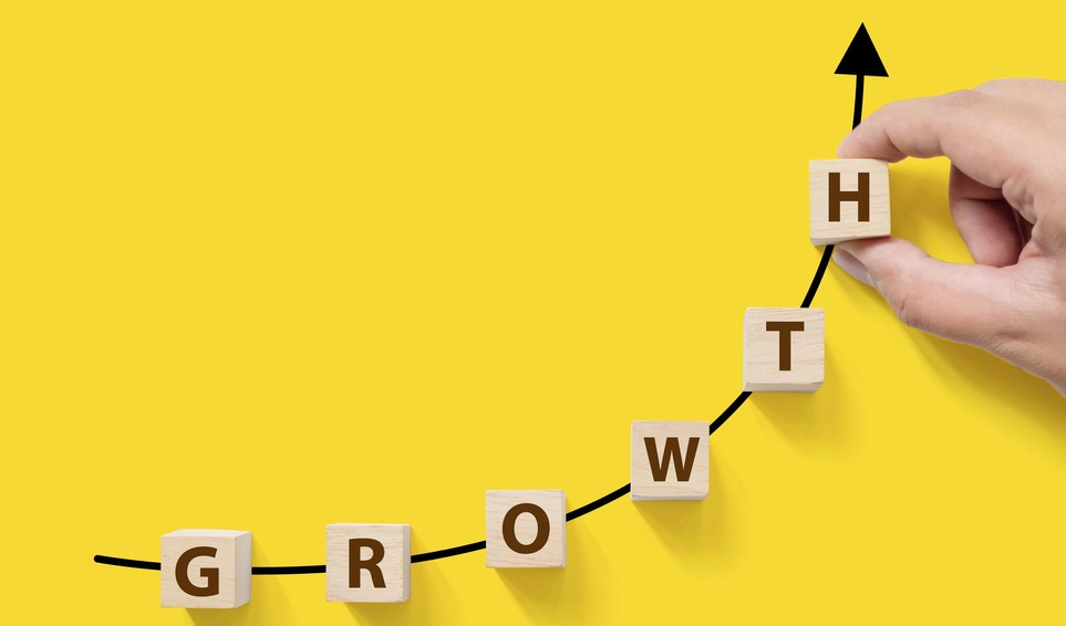 19_07_18 The word Growth spelled out with blocks aligned on an upward sloping line _GettyImages-956031274