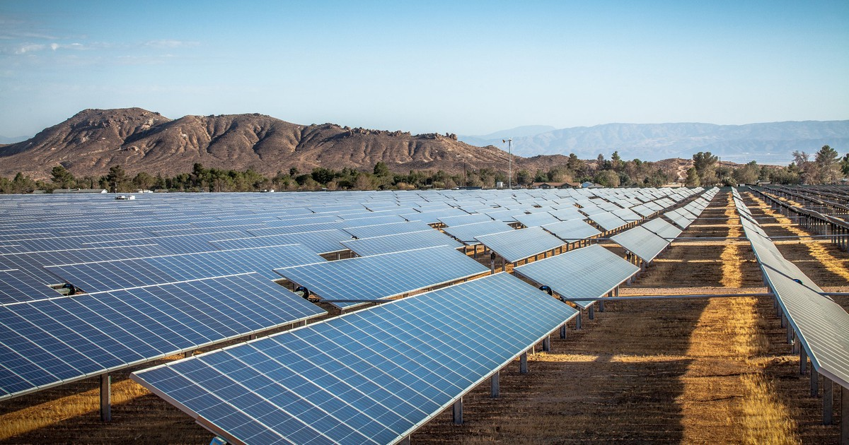 Why JinkoSolar Holdings' Shares Popped 19.2% Today