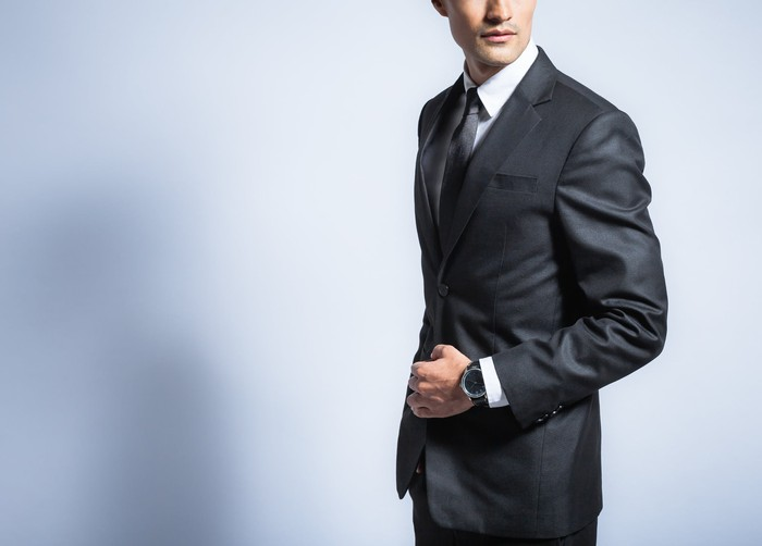 A man modeling a business suit.