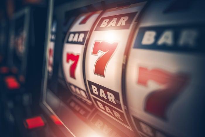 Slot machine with three 7s
