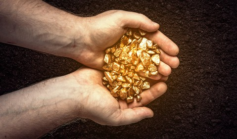 gold_cupped_hands