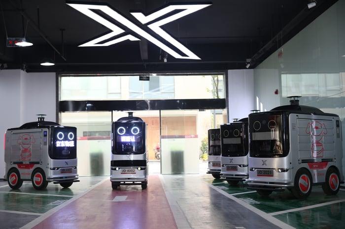 JD's autonomous delivery vans.