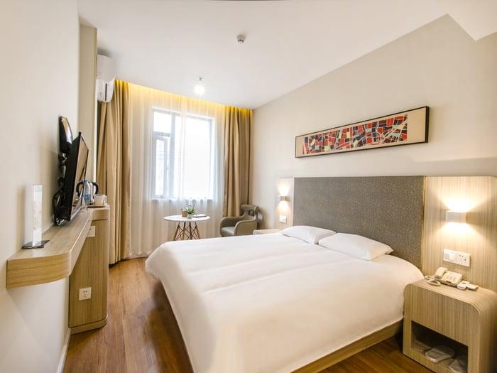 A Huazhu hotel room.
