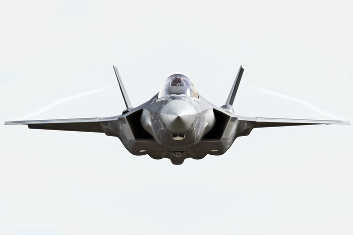 Front view of flying F-22 Raptor.
