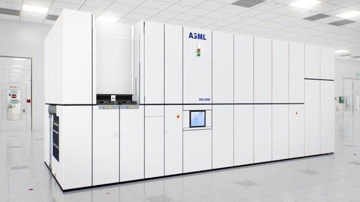An ASML EUV machine in a white room.