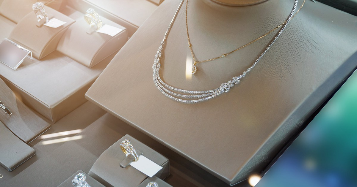 Why Signet Jewelers Soared Over 40% Thursday Morning