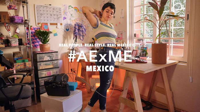 An AEO ad campaign for Mexican shoppers.