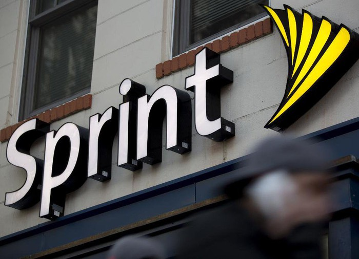 A Sprint sign above a storefront.
