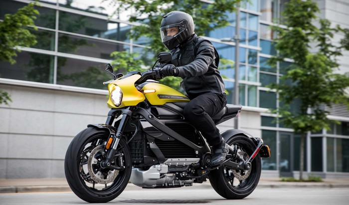 Someone riding a Harley-Davidson LiveWire electric motorcycle in the city