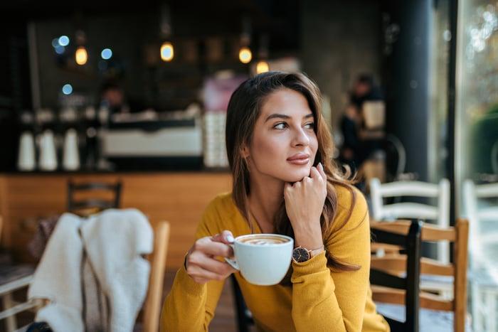 Woman drinking coffee in coffee shop
