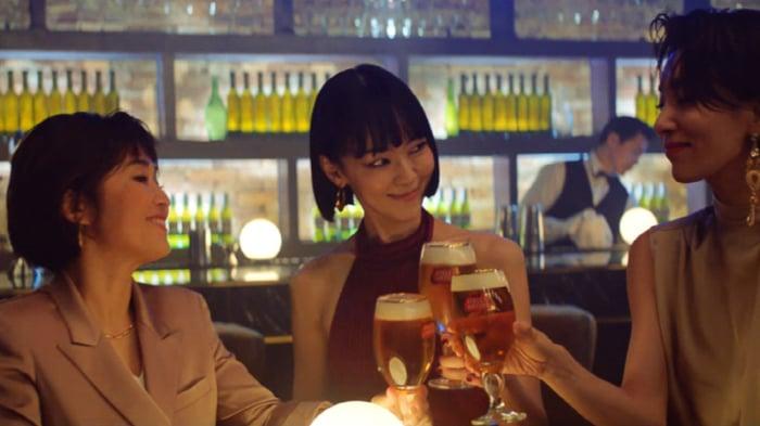 Asian women drinking beer at bar
