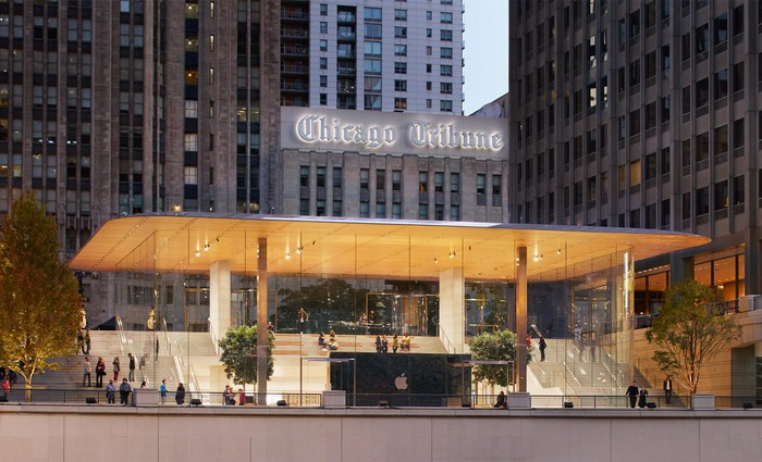 Exterior shot of Apple Store on Michigan Avenue in Chicago
