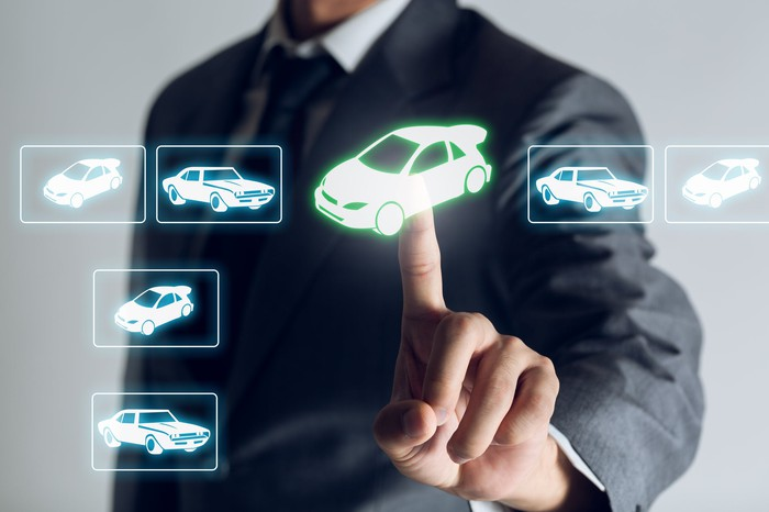 Man pointing to an online vehicle image
