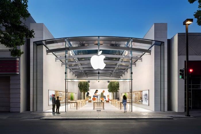 Apple storefront in Palo Alto, Calif.
