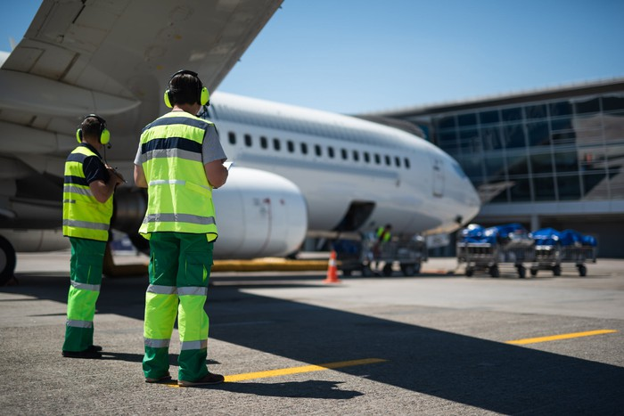 airline tarmac employees