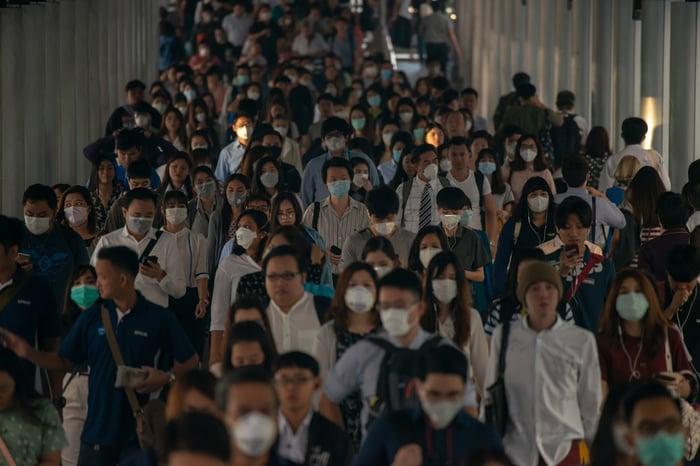 Crowd of people wearing facemasks.
