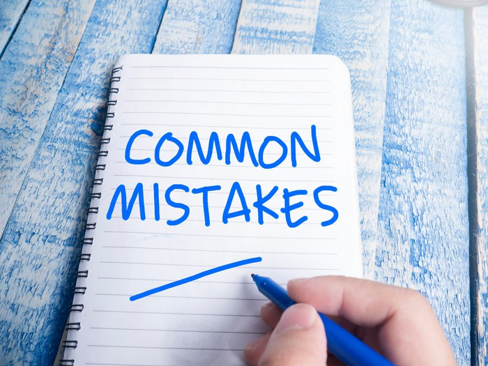 Words Common Mistakes written on a notepad