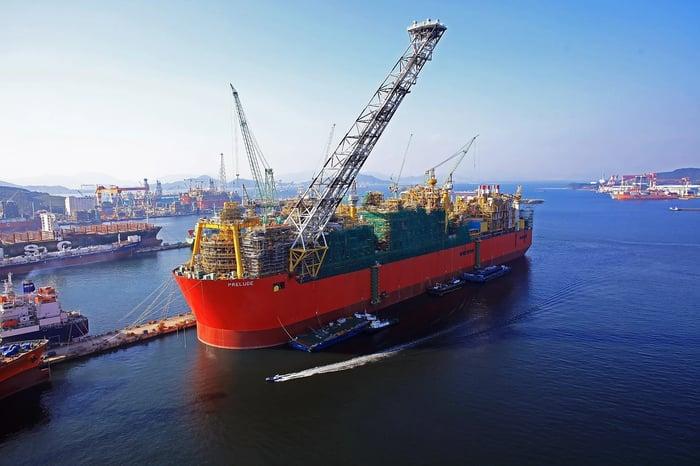 Rig ship near a port facility on a clear day.