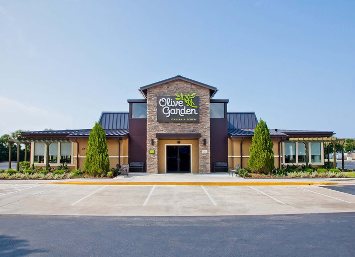 The exterior of an Olive Garden restaurant, seen from an empty parking lot