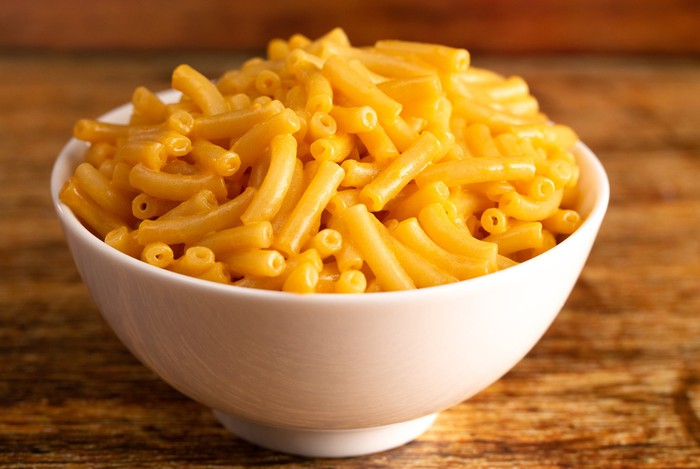 A bowl of macaroni and cheese.