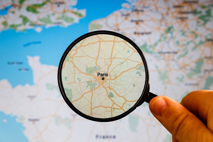 Map of Paris under a magnifying glass