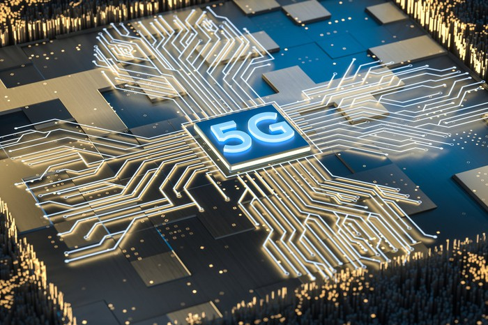 A wireless 5G chip surrounded by circuitry.