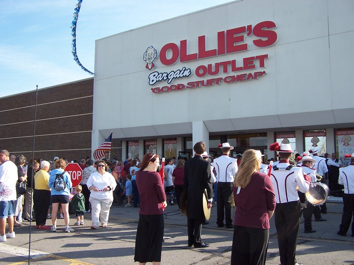 Customers line up outside an Ollie's location in Henrietta, NY