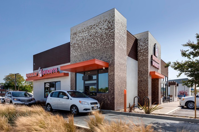 A Dunkin' Donuts drive-through in operation.