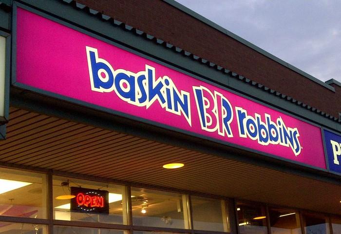 The exterior of a Baskin-Robbins restaurant.