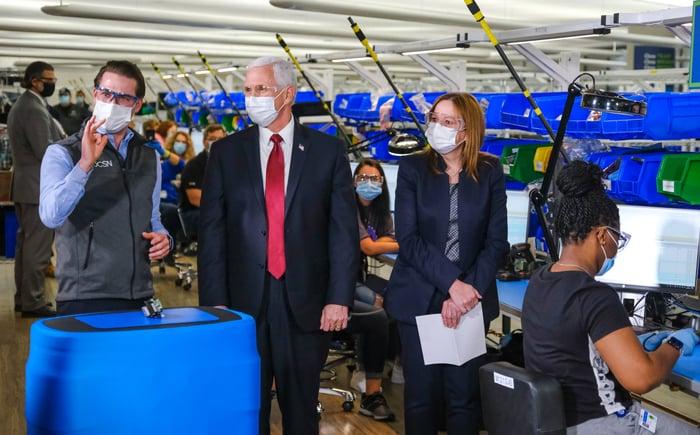 VP Mike Pence and GM CEO Mary Barra at Kokomo plant making ventilators