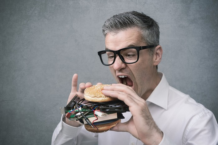 https://g.foolcdn.com/image/?url=https%3A%2F%2Fg.foolcdn.com%2Feditorial%2Fimages%2F571339%2Ftechnology-enthusiast-eating-hamburger-made-of-computer-parts_gettyimages-862229634.jpg&w=700&op=resize