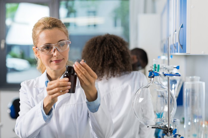 Female scientists in a lab