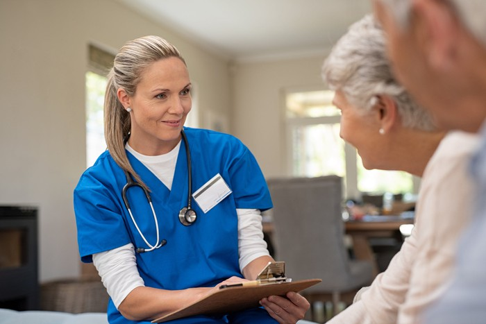 HEALTHCARE PROVIDER SPEAKING WITH A MATURE COUPLE
