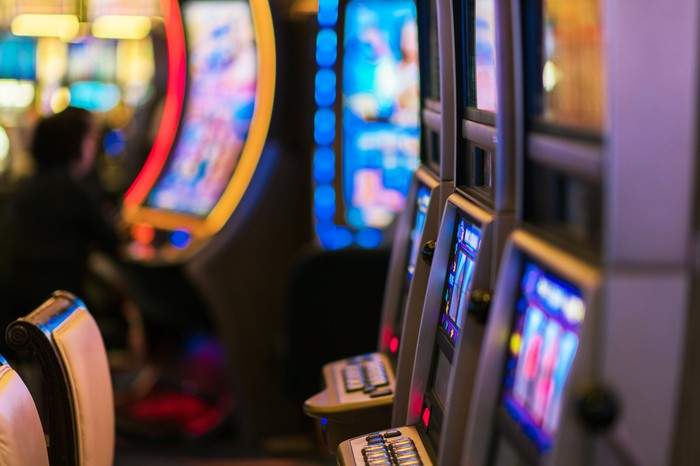 An empty row of slot machines.