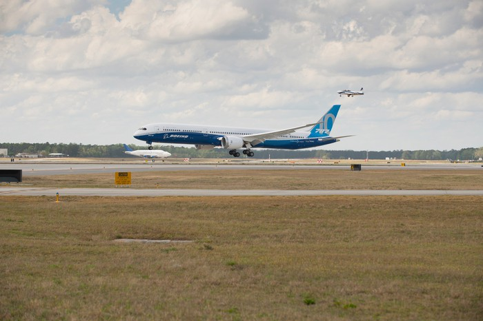 A Boeing 787 Dreamliner landing.