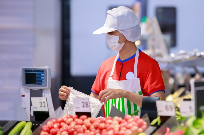 A supermarket worker in a mask.