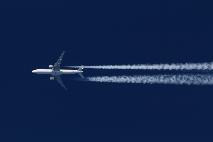 Boeing 777 flying west