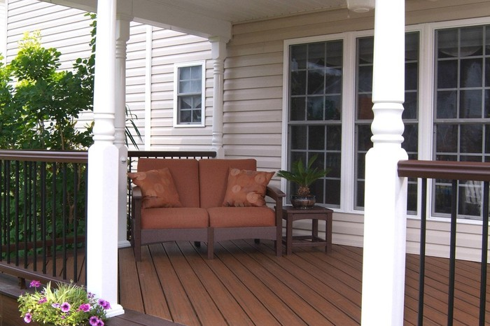 A front deck with patio furniture