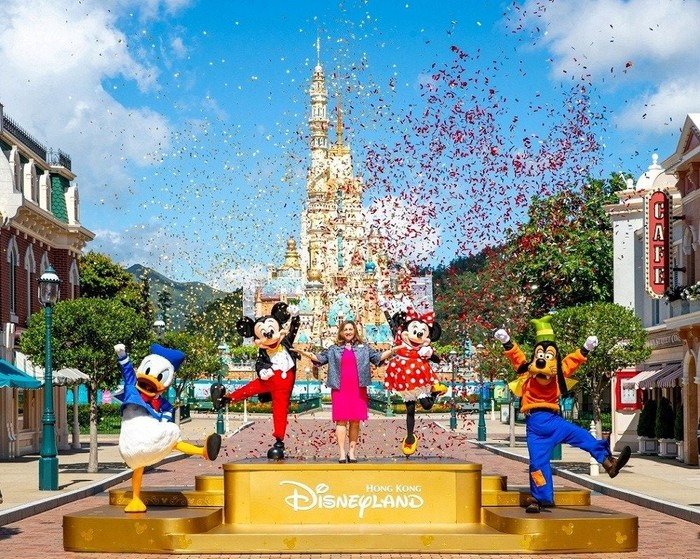 Donald Duck, Mickey Mouse, Minnie Mouse, and Goofy at the opening of Hong Kong Disneyland.
