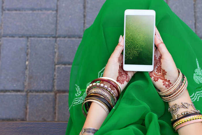 Woman holding a smartphone.