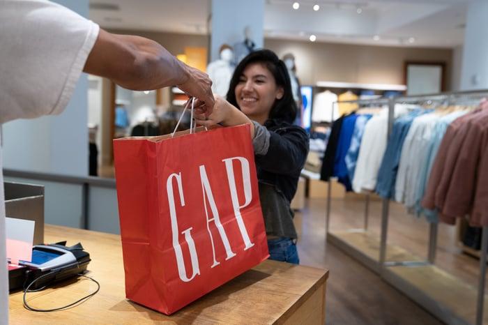 Gap customer at checkout