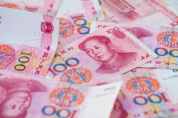 A pile of 100-yuan bills.