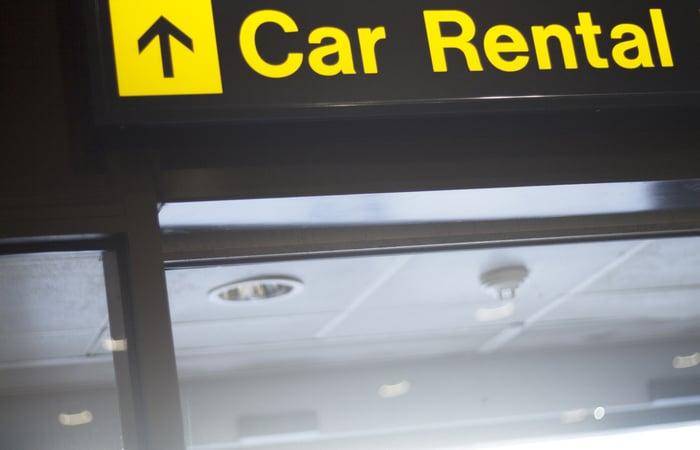 為旅客而設的機場租車站標誌。