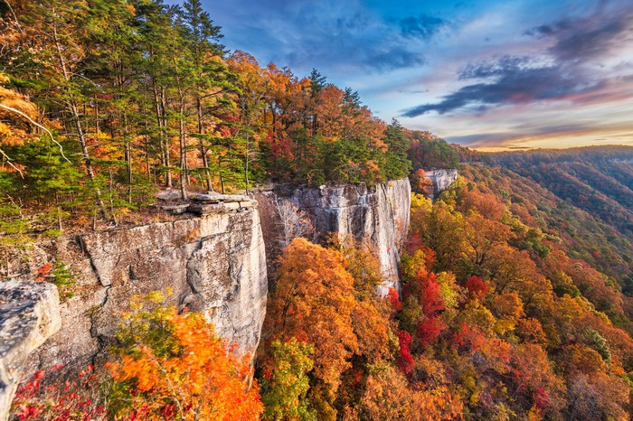 The New River gorge, which makes up the longest river gorge through the Appalachian Mountains, is part of the Appalachian Trail.