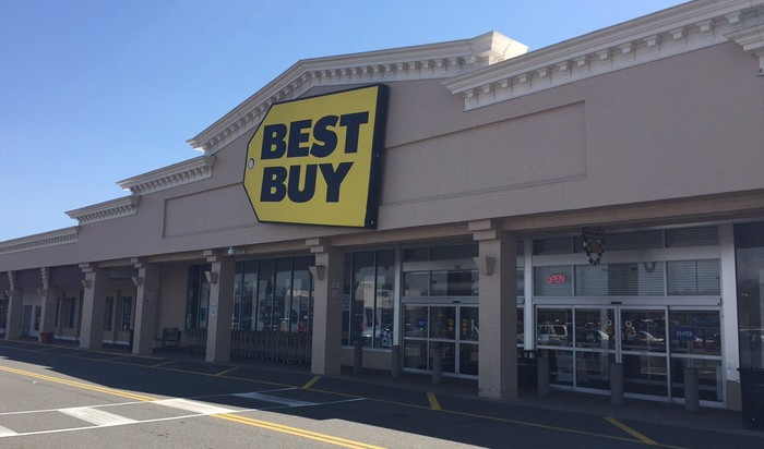 Best Buy store as seen from outside, with empty parking lot.