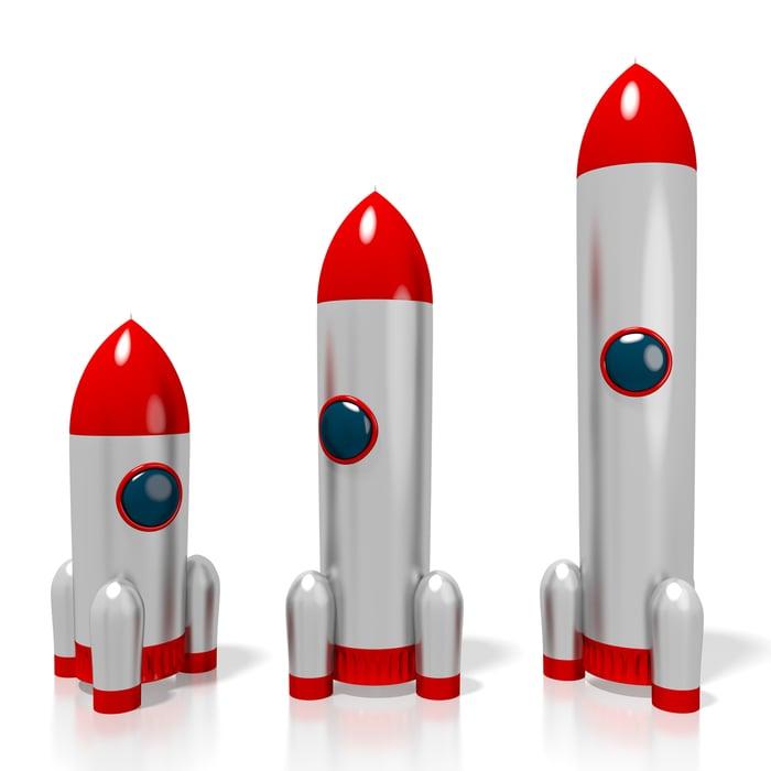 3 spaceships of progressively larger size